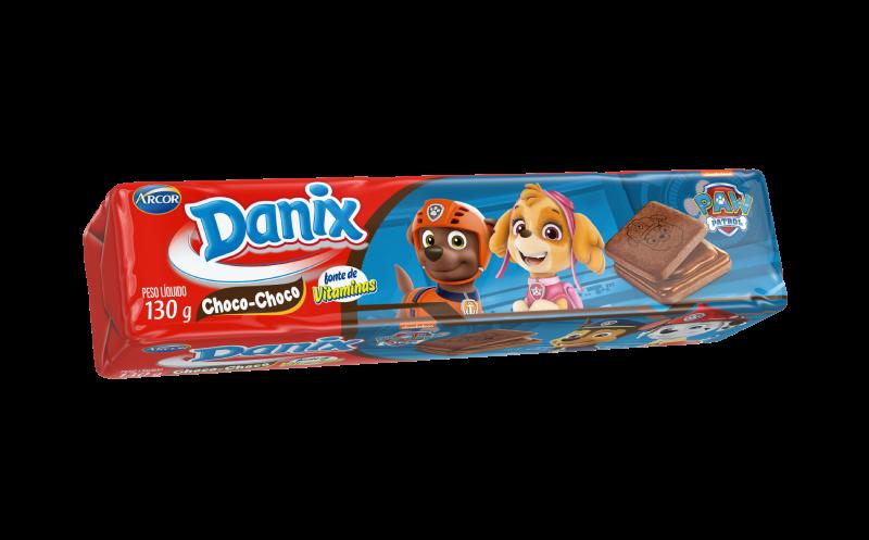 Biscoito sabor chocolate com recheio de choco choco